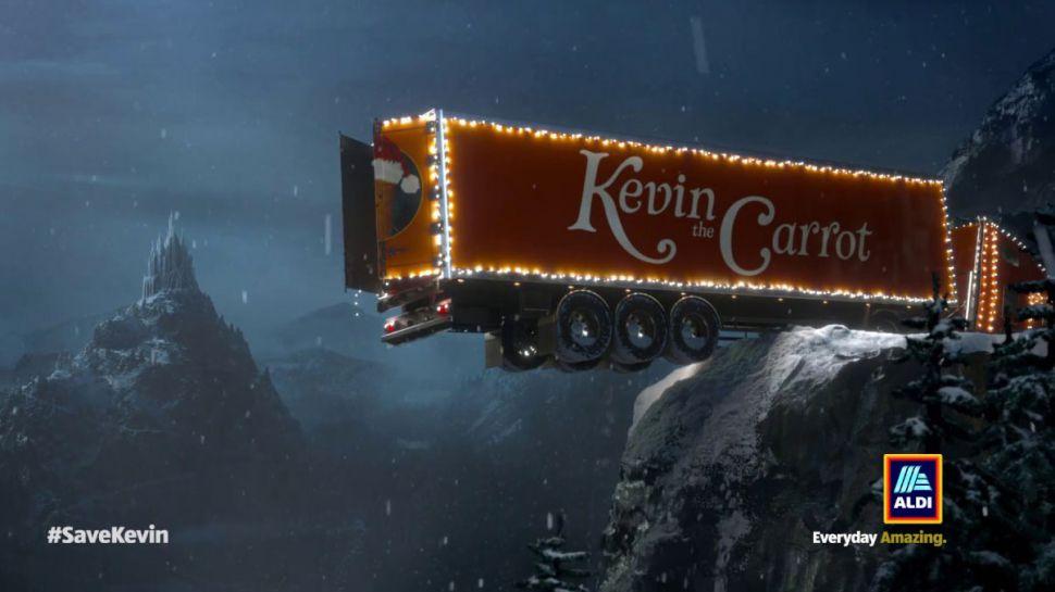 Мережа супермаркетів Aldi випустила тролінгову різдвяну рекламу а-ля Coca-Cola (ВІДЕО)