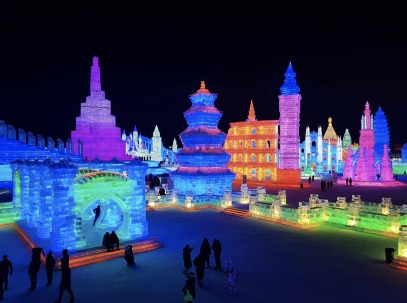 Зимове диво: в Китаї відкрився найбільший у світі фестиваль льоду (ФОТО)