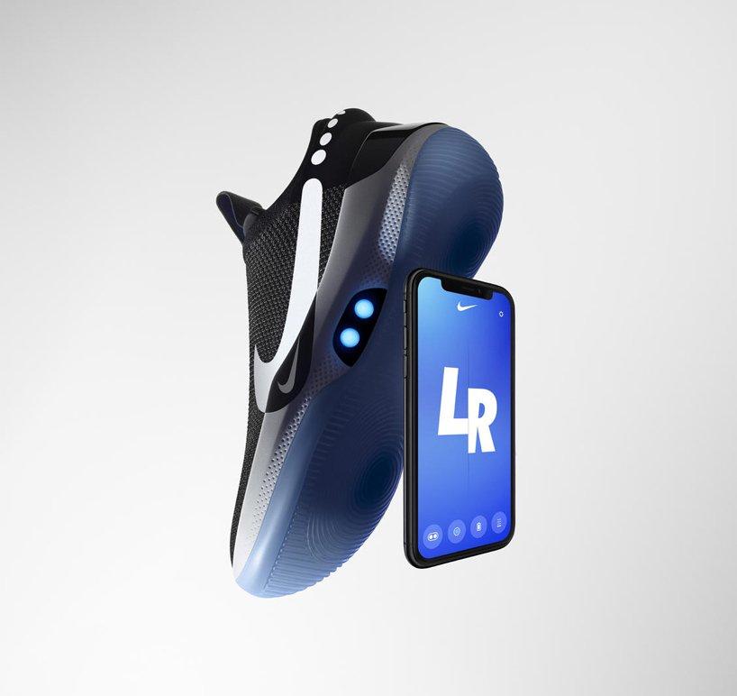 Розумні кросівки від Nike шнуруються зі смартфона (ФОТО)