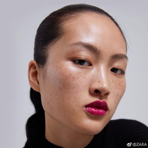 """Новий скандал із """"расистським"""" дизайном реклами у Китаї: цього разу винна Zara"""