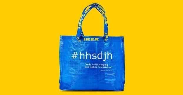 Вірусний дизайн від IKEA: серія синіх сумок за мотивами дивного посту в соцмережах