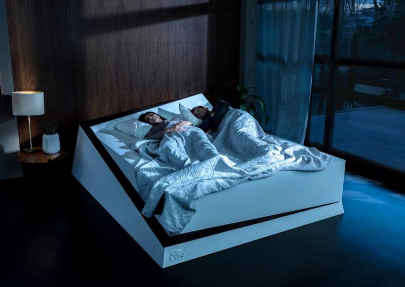 """Дизайнерам Ford, мабуть, нічим зайнятися: вони придумали """"розумне"""" ліжко (ВІДЕО)"""