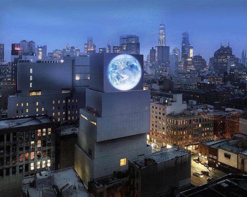 Епатажна інсталяція в центрі Нью-Йорка – від чилійського художника (ФОТО)