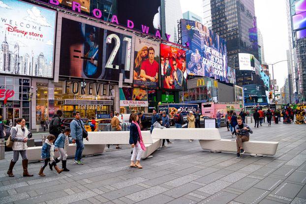 Унікальний антитерористичний дизайн у Нью-Йорку: лавки Rely на Таймс-сквер (ФОТО)