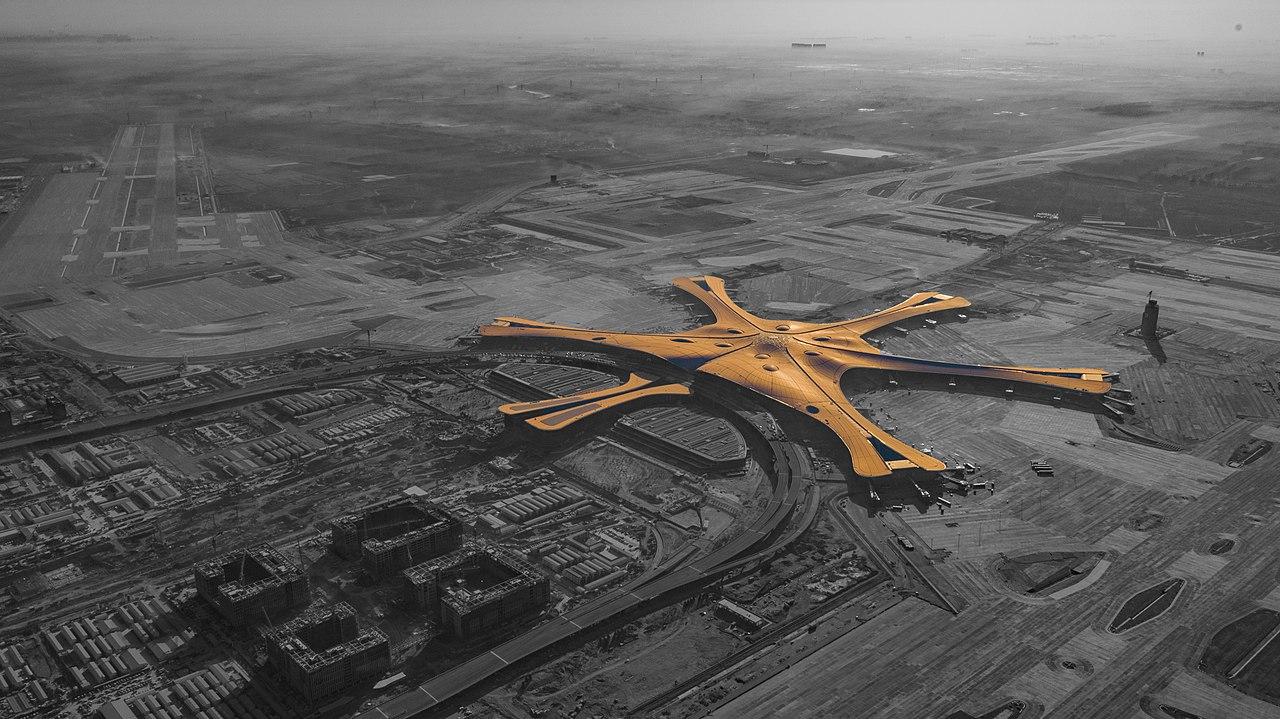 """Найбільша """"зірка"""" чи """"екологічний"""" фенікс від Захи Хадід: у Китаї відкривається найбільший аеропорт у світі (ФОТО)"""