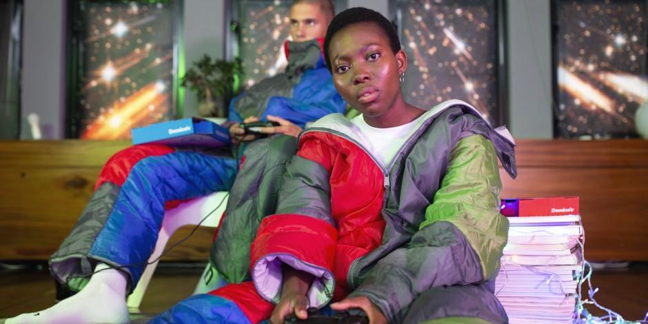 """Дизайн одягу у стилі """"я модний бомж вдома"""" – від піцерії Domino's (ФОТО)"""