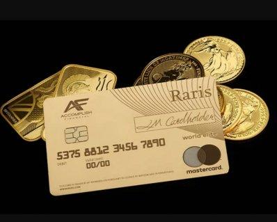 Британські дизайнери випустили першу в історії платіжну карту з золота (ФОТО)