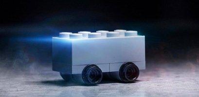 Lego оригінально висміяла дизайн Tesla Cybertruck