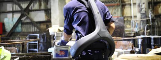 Літні японці вже активно носять унікальні екзоскелети – щоб продовжувати працювати