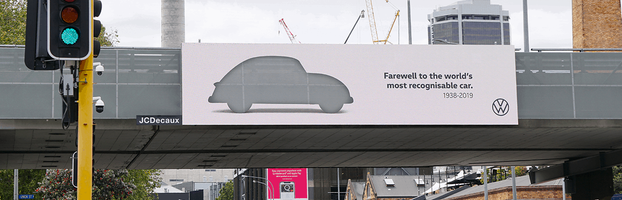 Прощання із культовим дизайном: Volkswagen Beetle вирізали з реклами в шикарній кампаніі
