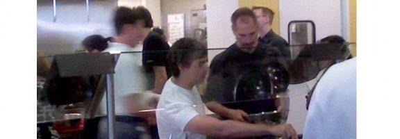 УНІКАЛЬНІ фото: Стів Джобс, Ларрі Пейдж та Ерік Шмідт у … їдальні Google!